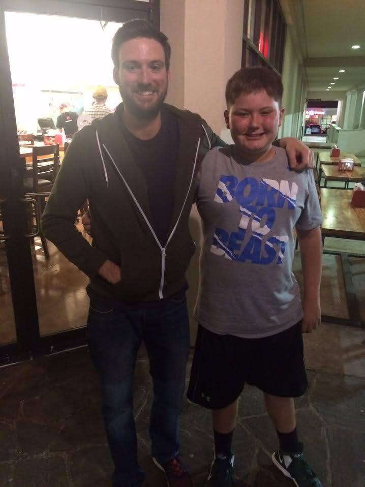 mom takes stuttering son to restaurant 3
