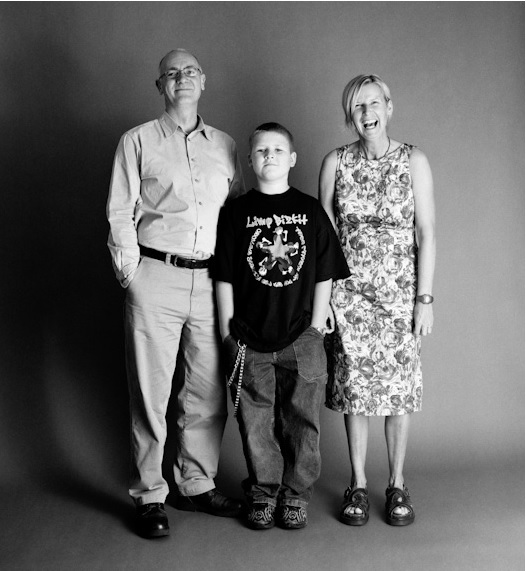 photographer takes family's picture 11
