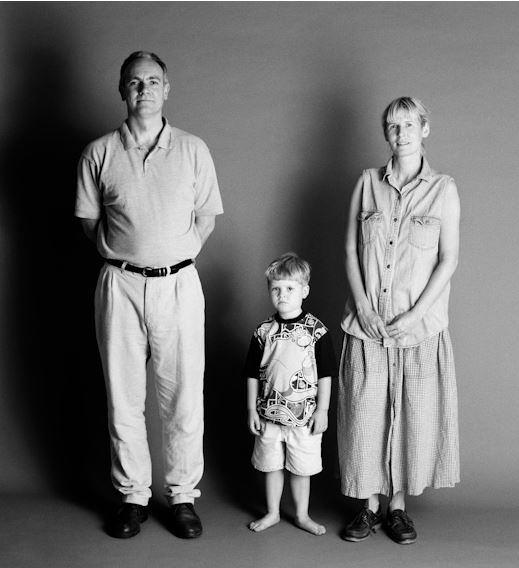 photographer takes family's picture 5