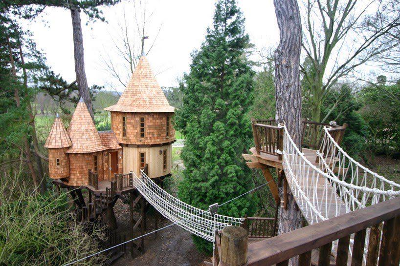 Castlelike treehouse 1