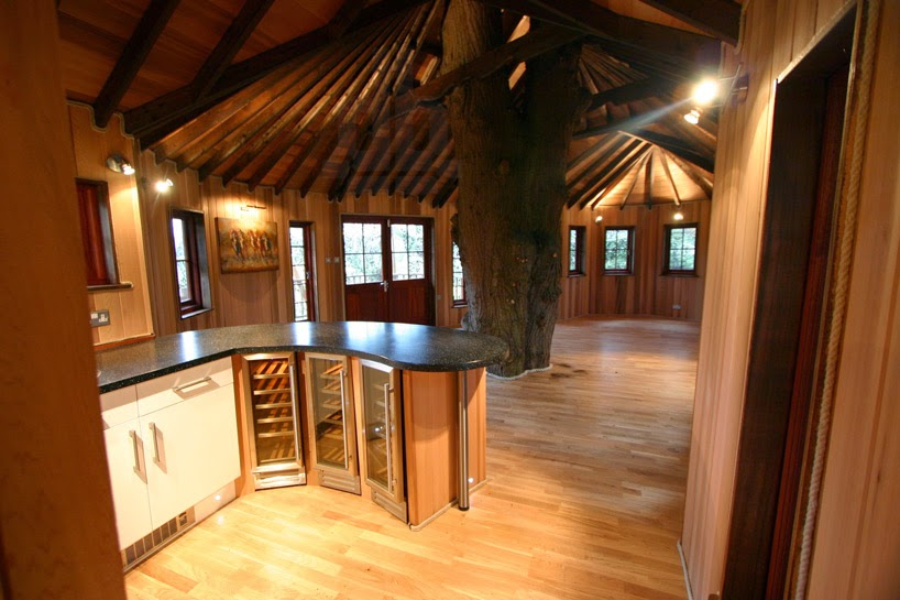 Castlelike treehouse 6