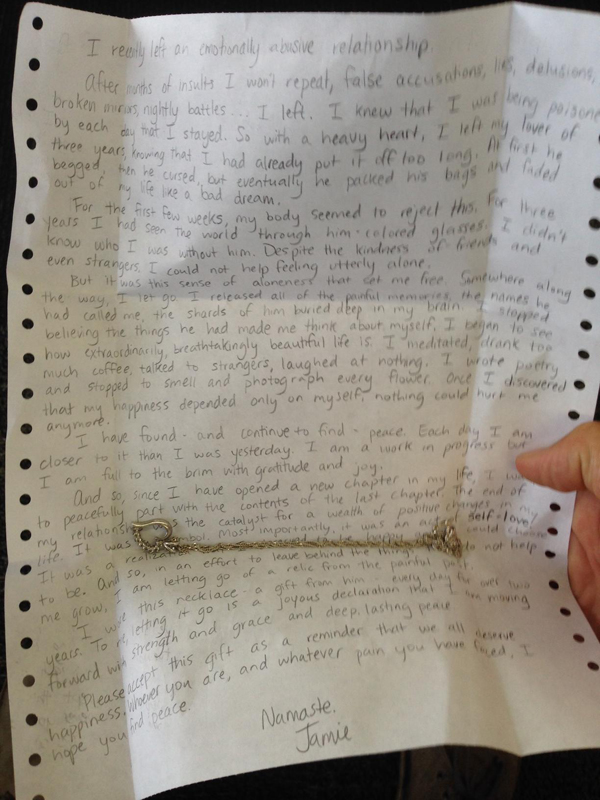 mysterious note on airport