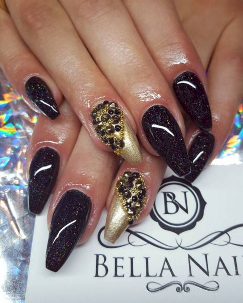 gold manis nails