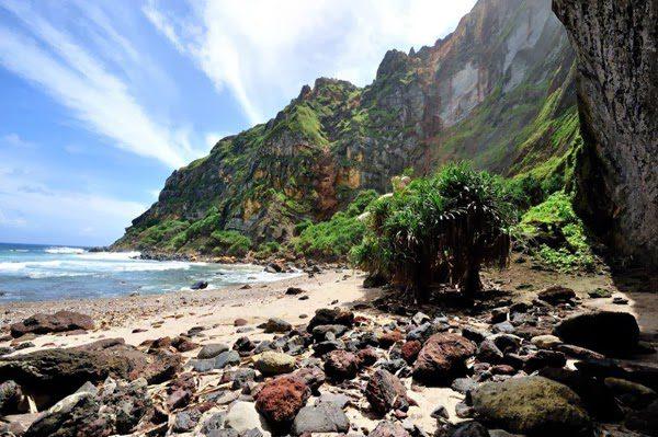 pitcairn begging for new residents 11