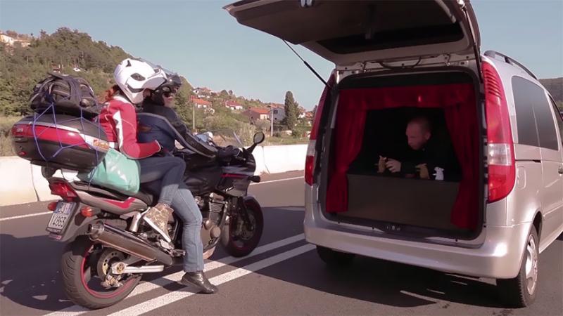 trunk theatre entertains drivers 4