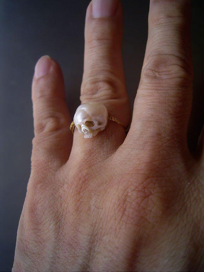 artist carves pearls into skull 3