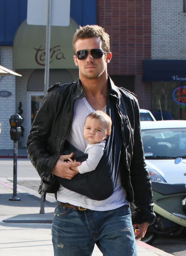 famous dads with their babies 10