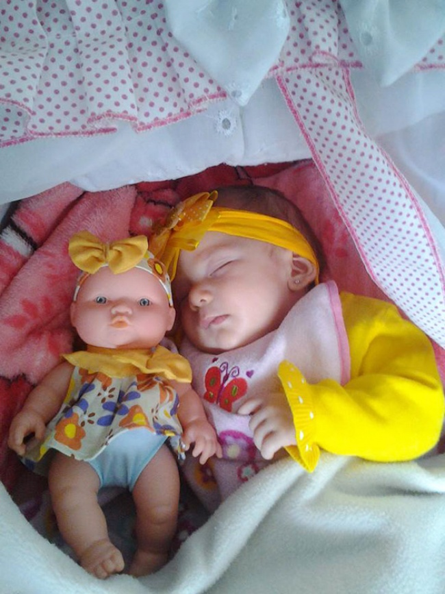 babies and look alike dolls 13