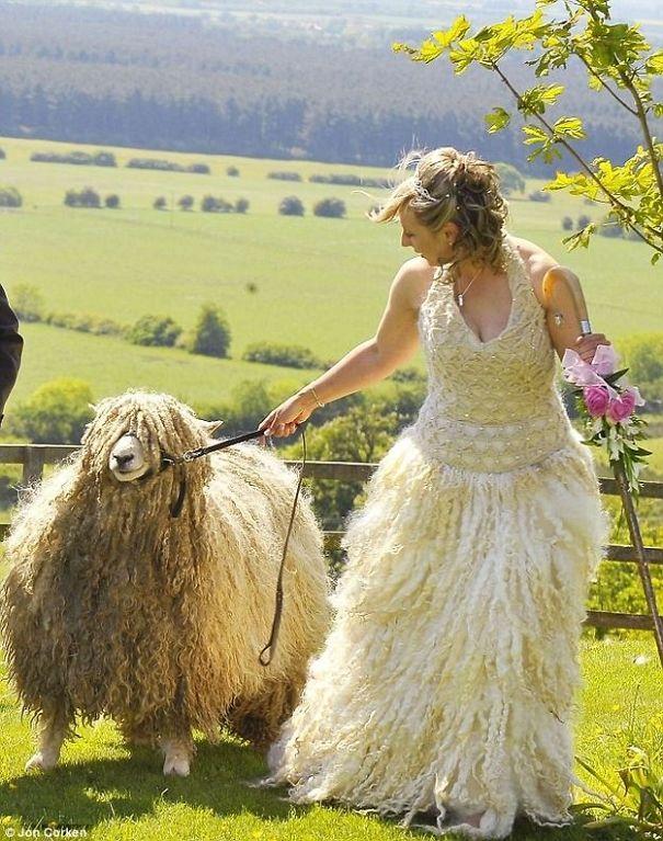 bizarre wedding dresses ever 6
