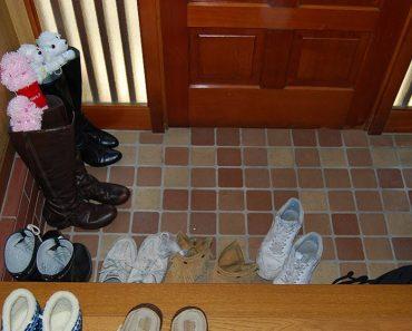 shouldnt wear shoes inside